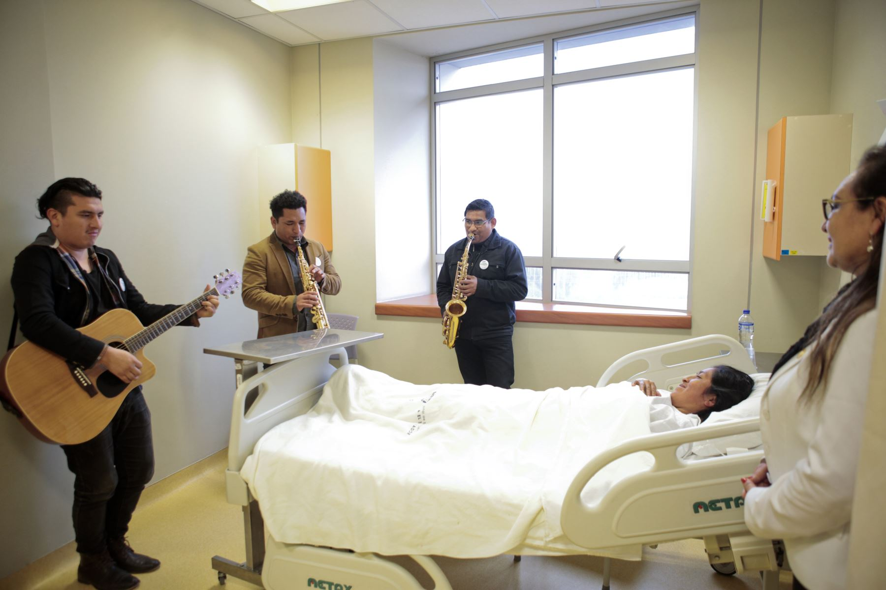 La ministra de Salud Zulema Tomás, recorre el hospital de emergencias de alta complejidad en Villa El Salvador para conocer experiencias de buen trato con motivo del Dia Nacional de la Salud y el Buen Trato al Paciente. Foto: ANDINA/Miguel Mejía