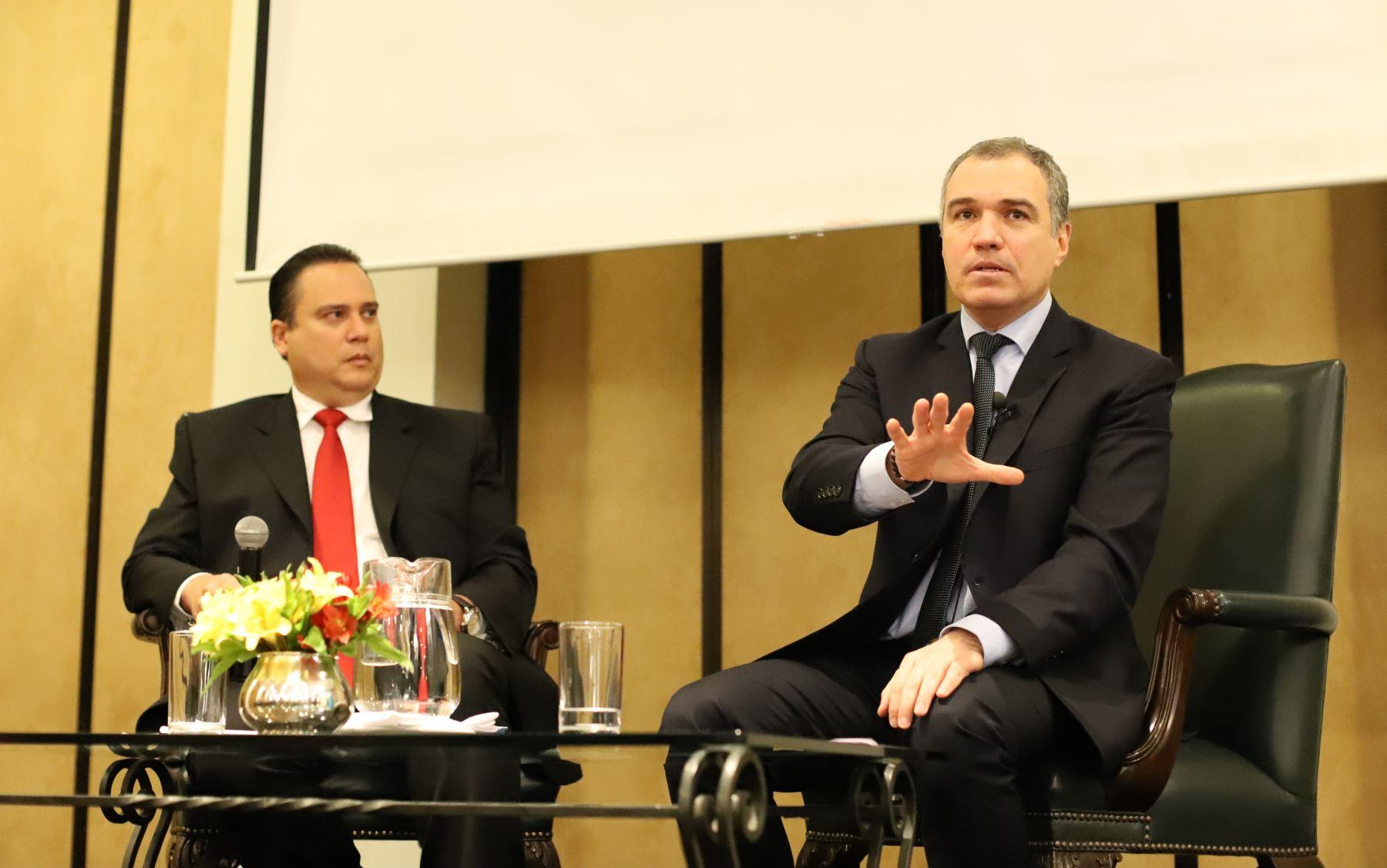 """Titular de la PCM, Salvador del Solar participa en el foro """"Situación y perspectivas de la institucionalidad política y económica del país"""" Foto: PCM"""