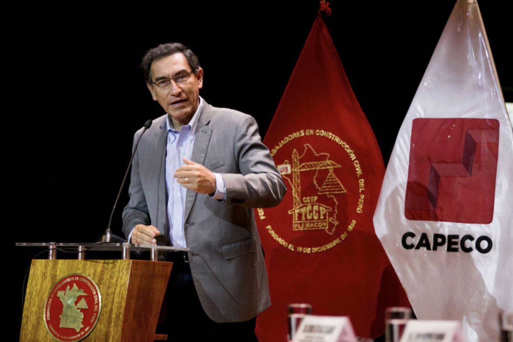El presidente Martin Vizcarra participa en la ceremonia de  suscripción del Acta Final de Negociación del Sector Construcción Civil 2019-2020, entre la FTCCP y CAPECO . Foto: Andina /Prensa Presidencia