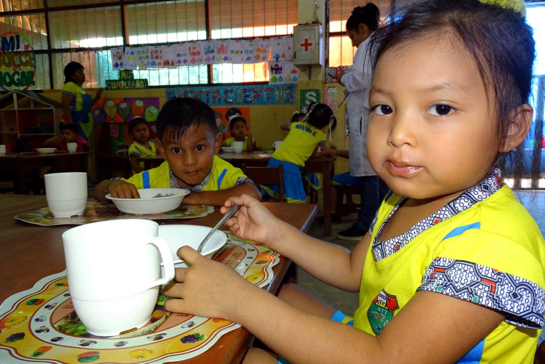 El Programa Nacional de Alimentación Escolar Qali Warma atiende a cerca de 3.8 millones de estudiantes a escala nacional.