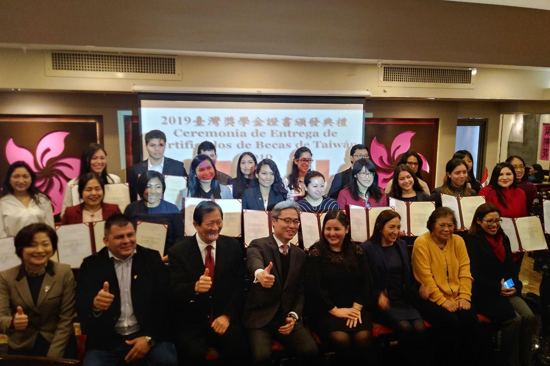 Becarios peruanos a Taiwán. Foto:Andina/Difusión