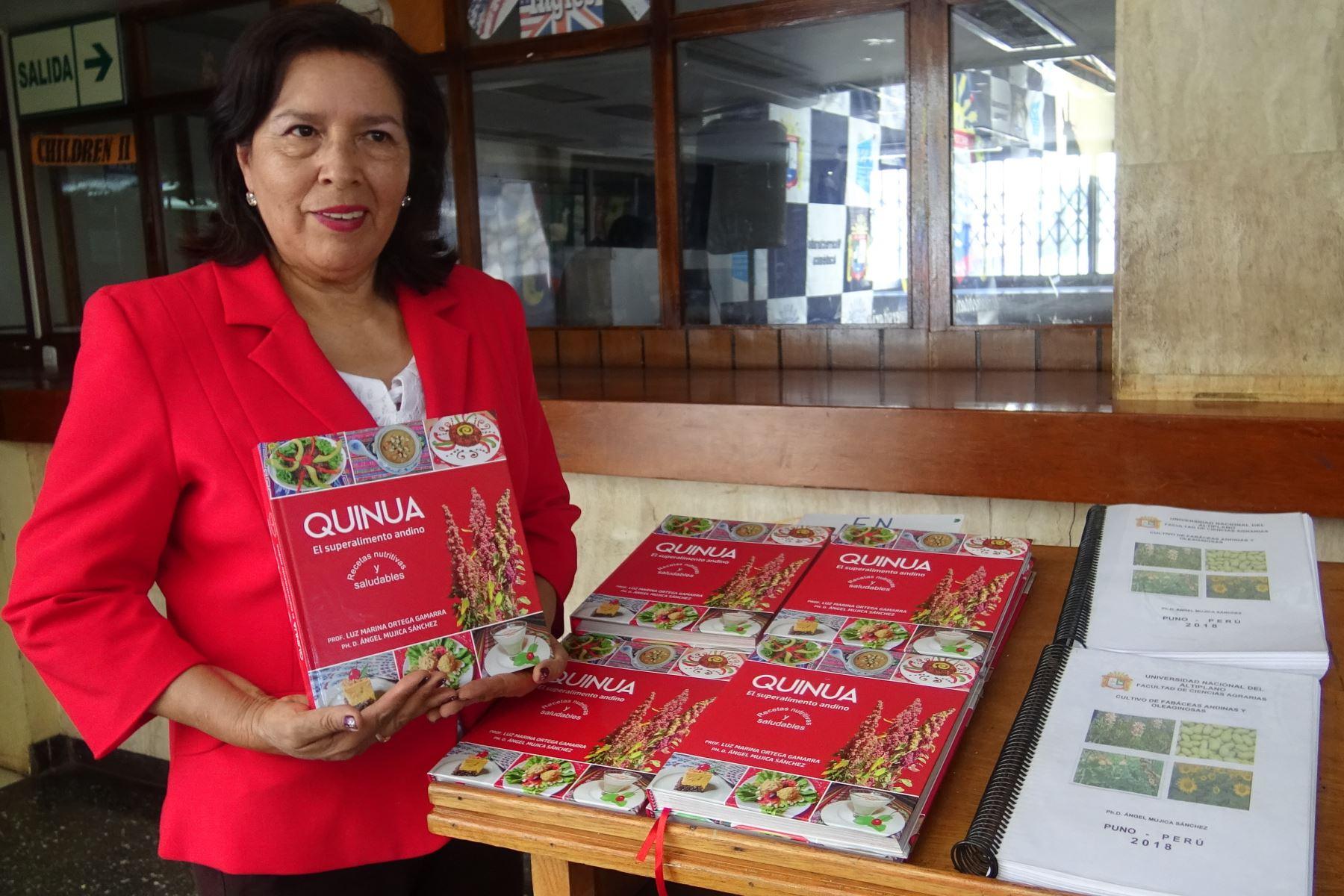 Docentes de la Universidad Nacional del Altiplano de Puno presentan recetario de comida a base de quinua para masificar su consumo.