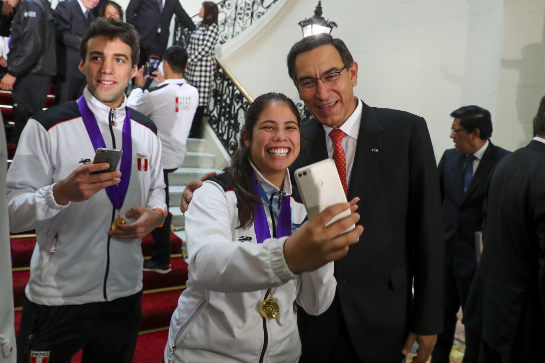 Deportistas nacionales que ganaron una medalla en los Juegos Panamericanos Lima 2019 en Palacio de Gobierno. Foto: ANDINA/Juan Pablo Azabache/ Prensa Presidencia