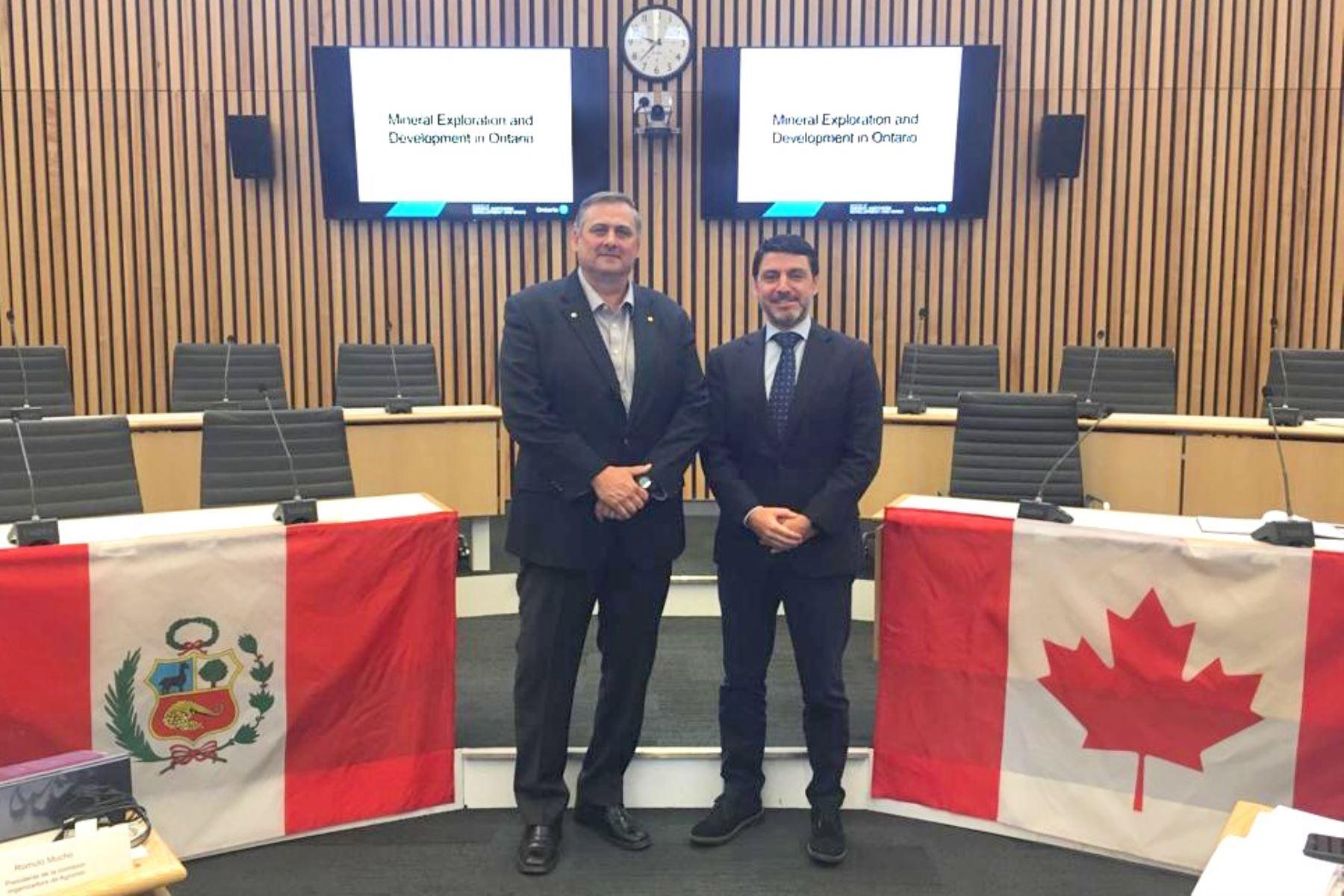 Viceministro de Minas, Augusto Cauti participa en taller de remediación ambiental en Canadá. Foto: Cortesía.