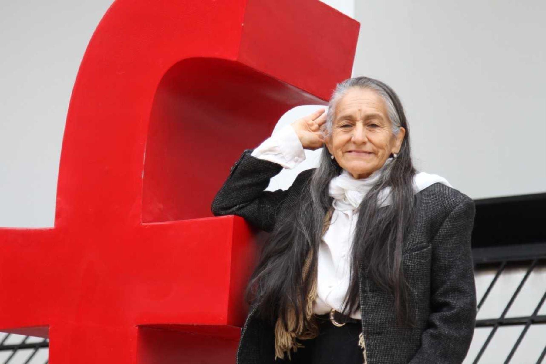MIMP gestionó estudios para Consuelo Naveda, una adulta mayor que rescató de la calle. Foto: ANDINA/Difusión.
