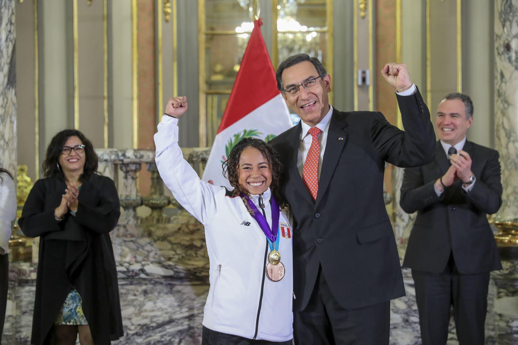 El Presidente de la República, Martín Vizcarra, reconoce a los deportistas nacionales que ganaron una medalla en los Juegos Panamericanos Lima 2019. Foto:ANDINA/ Prensa Presidencia