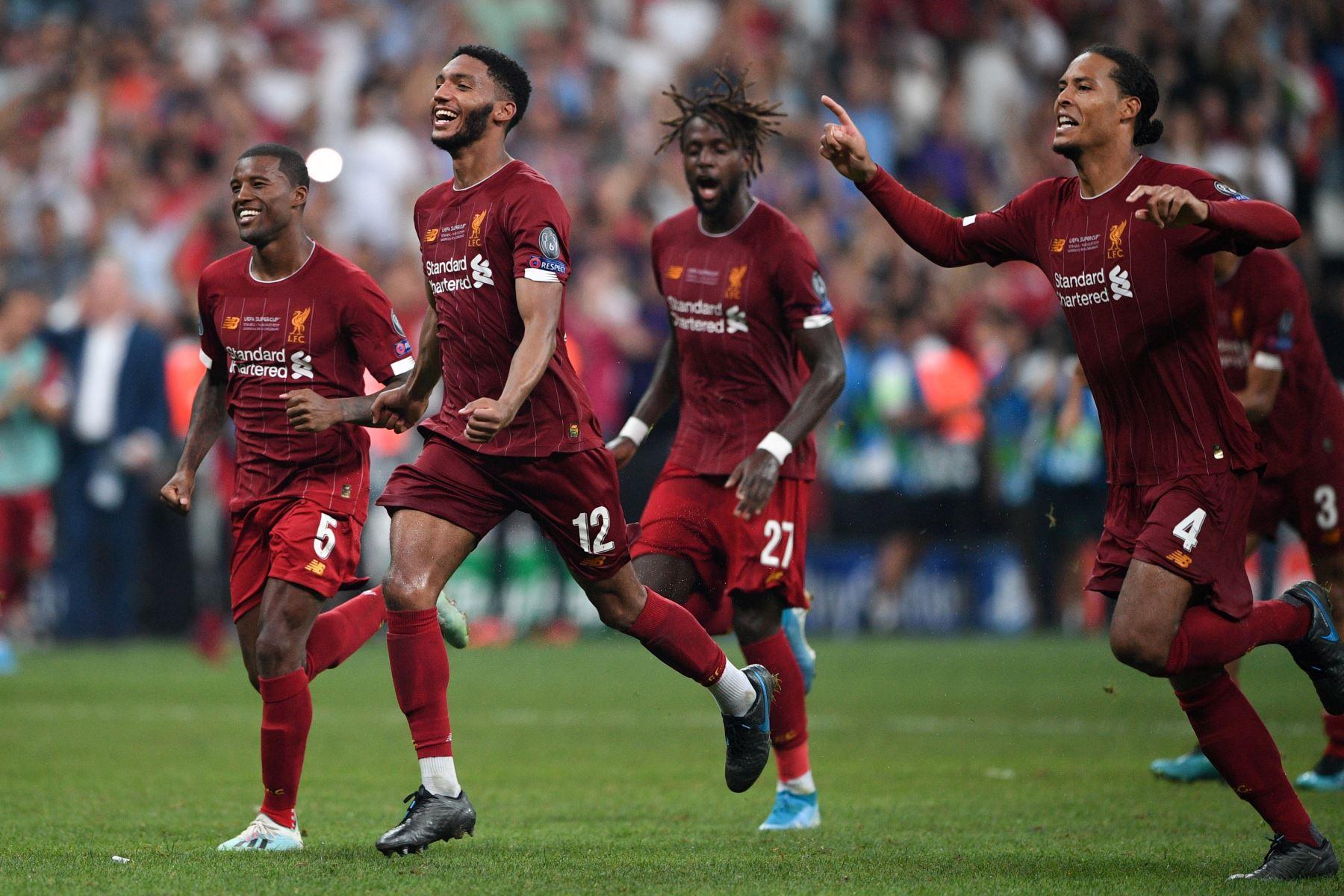 Los jugadores del Liverpool celebran haber ganado el partido de fútbol de la Supercopa de la UEFA 2019 entre el FC Liverpool y el Chelsea en el Besiktas Park Stadium de Estambul.Foto:AFP