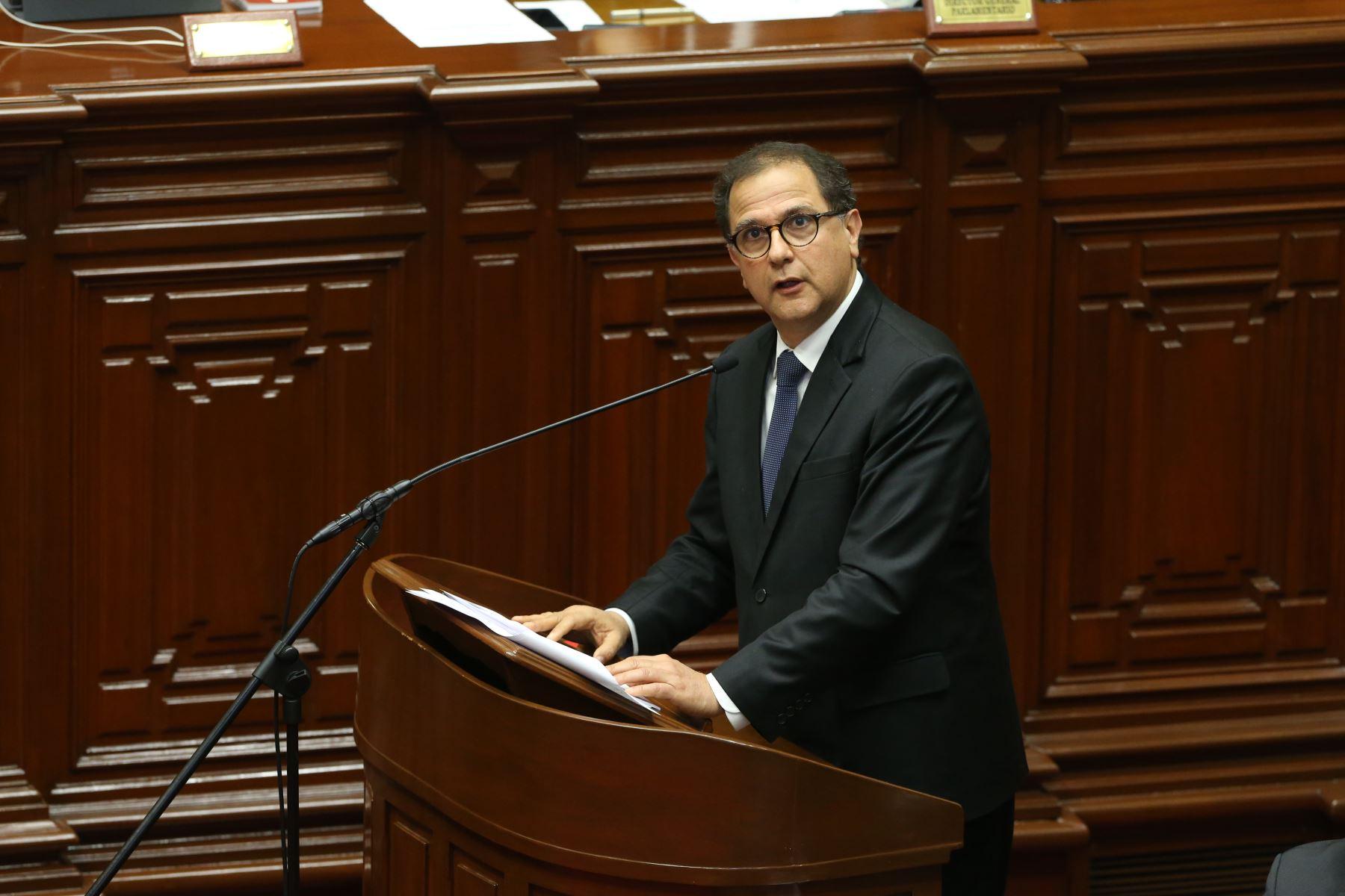 Ministro de Energía y Minas, Francisco Ismodes expone ante el pleno del Congreso de la República. Foto:ANDINA /Eddy Ramos