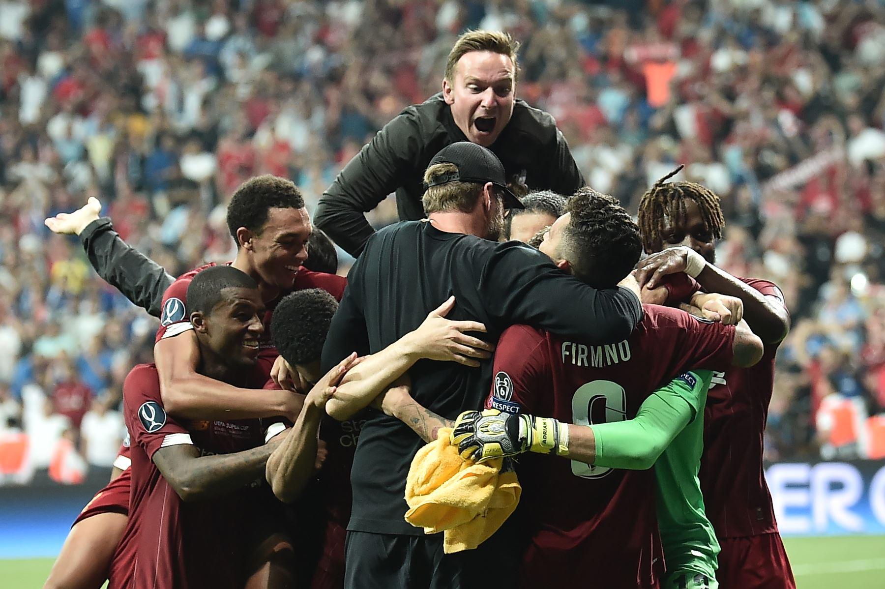 Liverpool celebra ganar el partido de fútbol de la Supercopa de la UEFA 2019 entre el FC Liverpool y el Chelsea en el Besiktas Park Stadium de Estambul.Foto:AFP