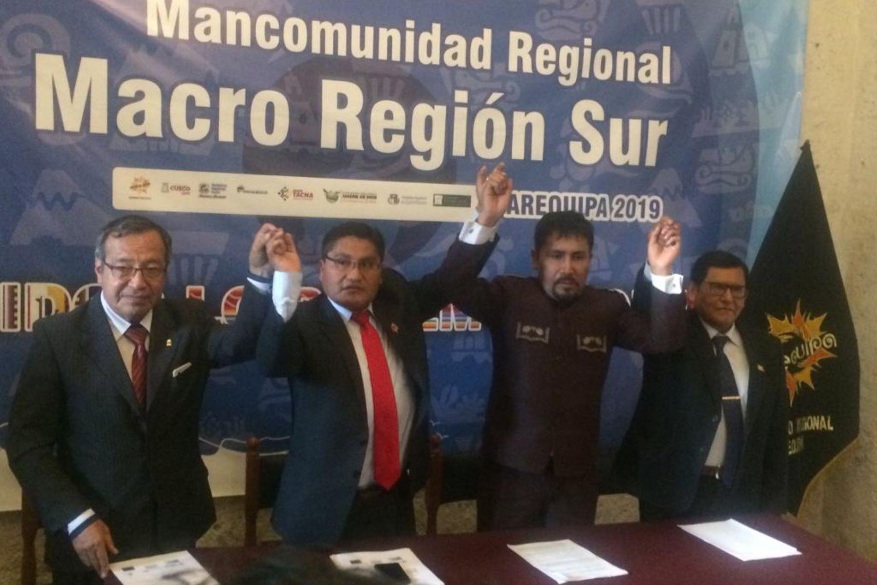 Los gobernadores de la Mancomunidad Regional Macro Región Sur analizaron en Arequipa la propuesta de la nueva Ley General de Minería. Foto: ANDINA/Rocío Méndez