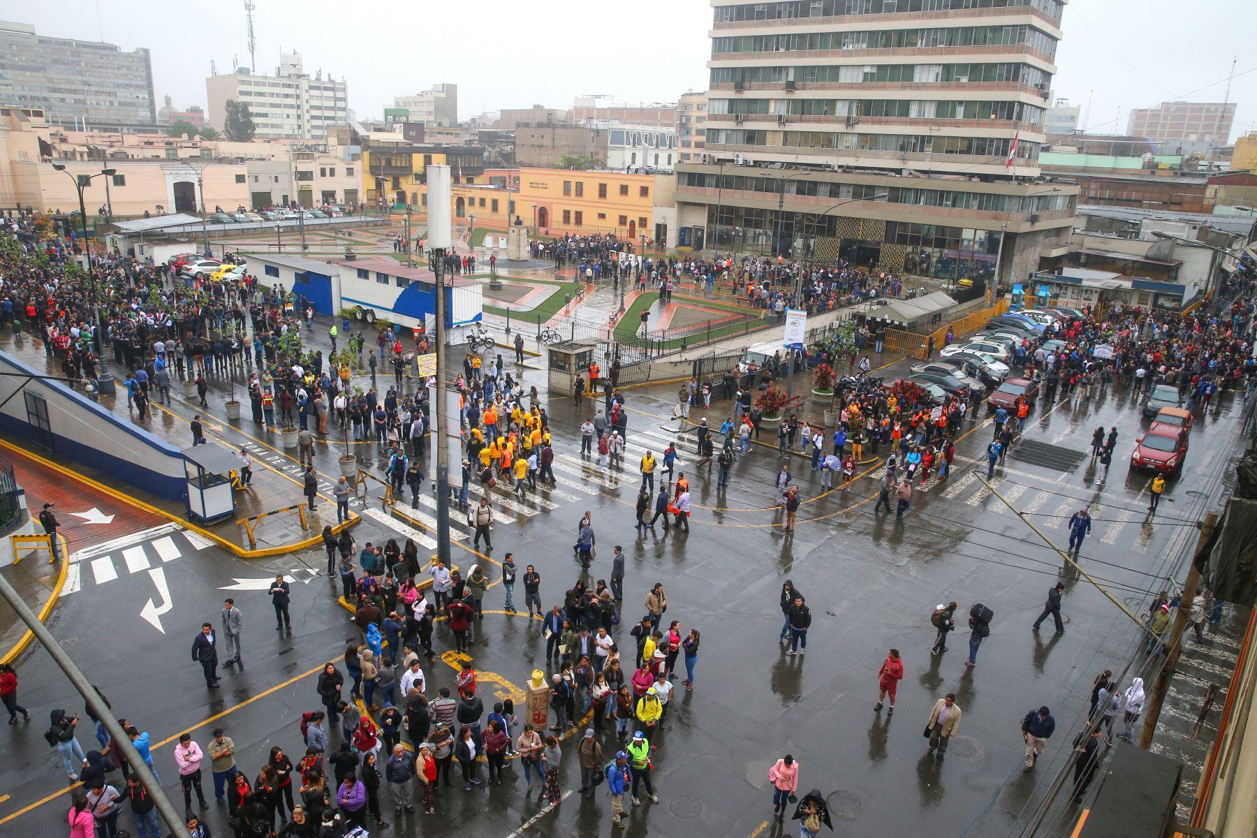 Mesa Redonda y otras zonas de alta afluencia de público en Lima serán prioridad en el simulacro de sismo. ANDINA/Vidal Tarqui