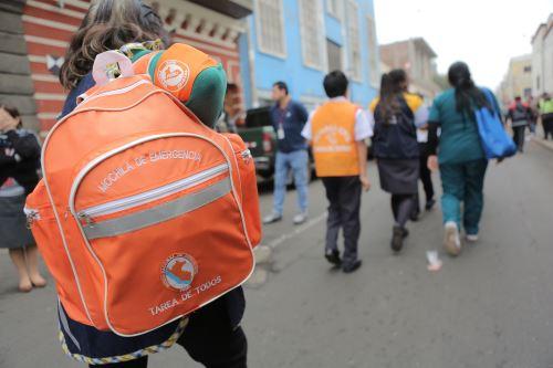 Al tener preparada la mochila de emergencia podrían ganarse minutos valiosos que salvarían vidas. Foto: ANDINA/ David Huamaní