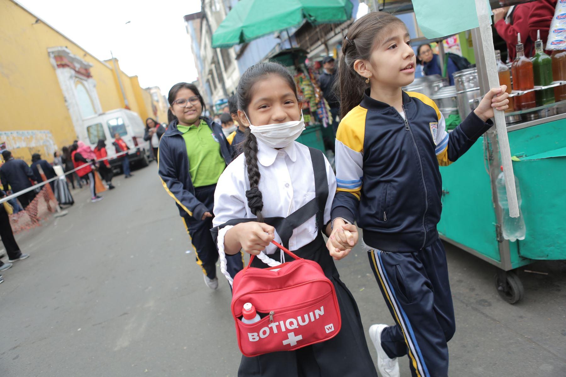 Simulacro nacional de sismo y tsunami en el I.E. 1038 María Parado de Bellido con el fin de monitorear la respuesta de los escolares durante una emergencia. Foto: ANDINA/ David Huamaní