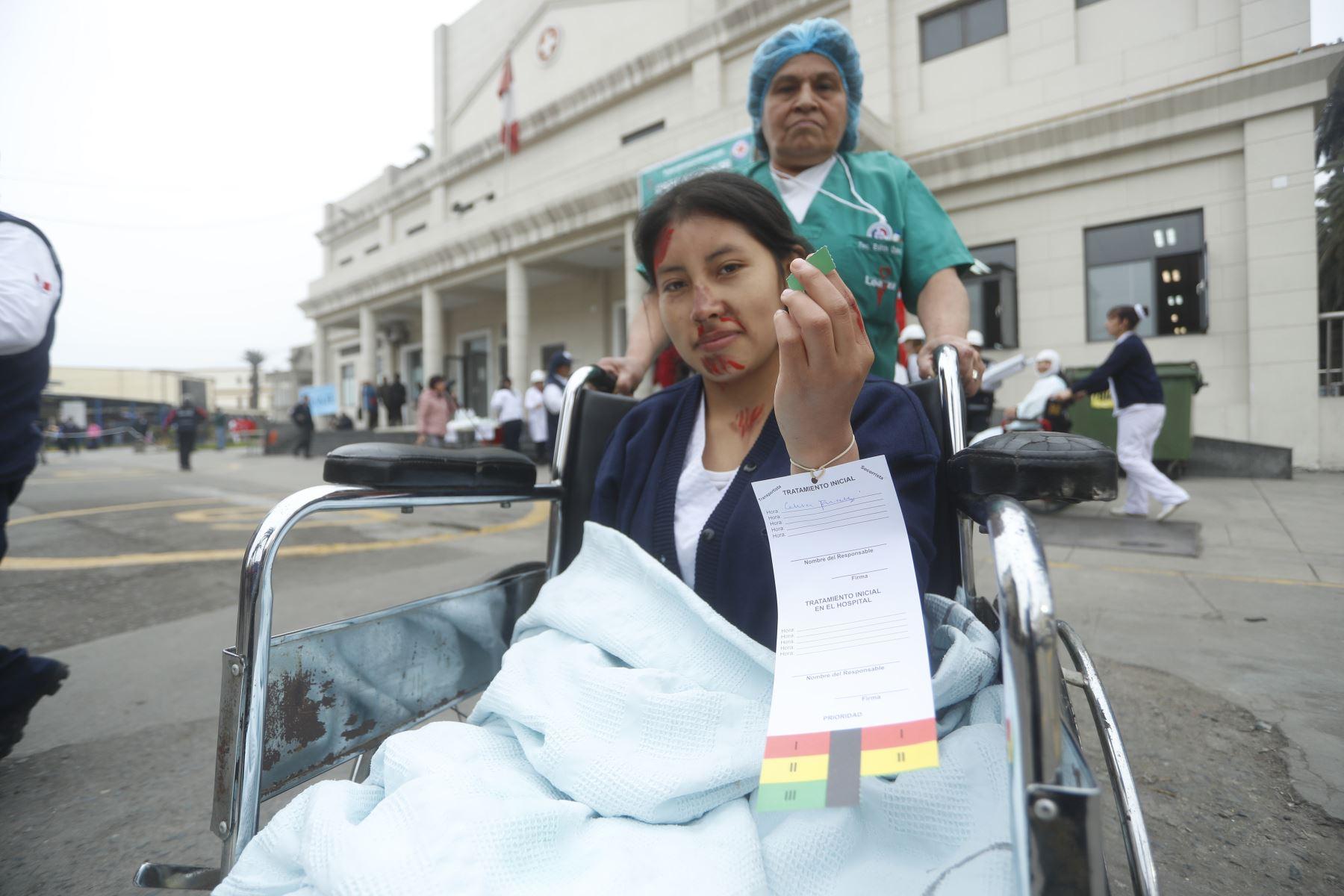 Así se vivió el simulacro nacional de sismo y tsunami en el Hospital Nacional Arzobispo Loayza en Lima. Foto: ANDINA/Josue Ramos
