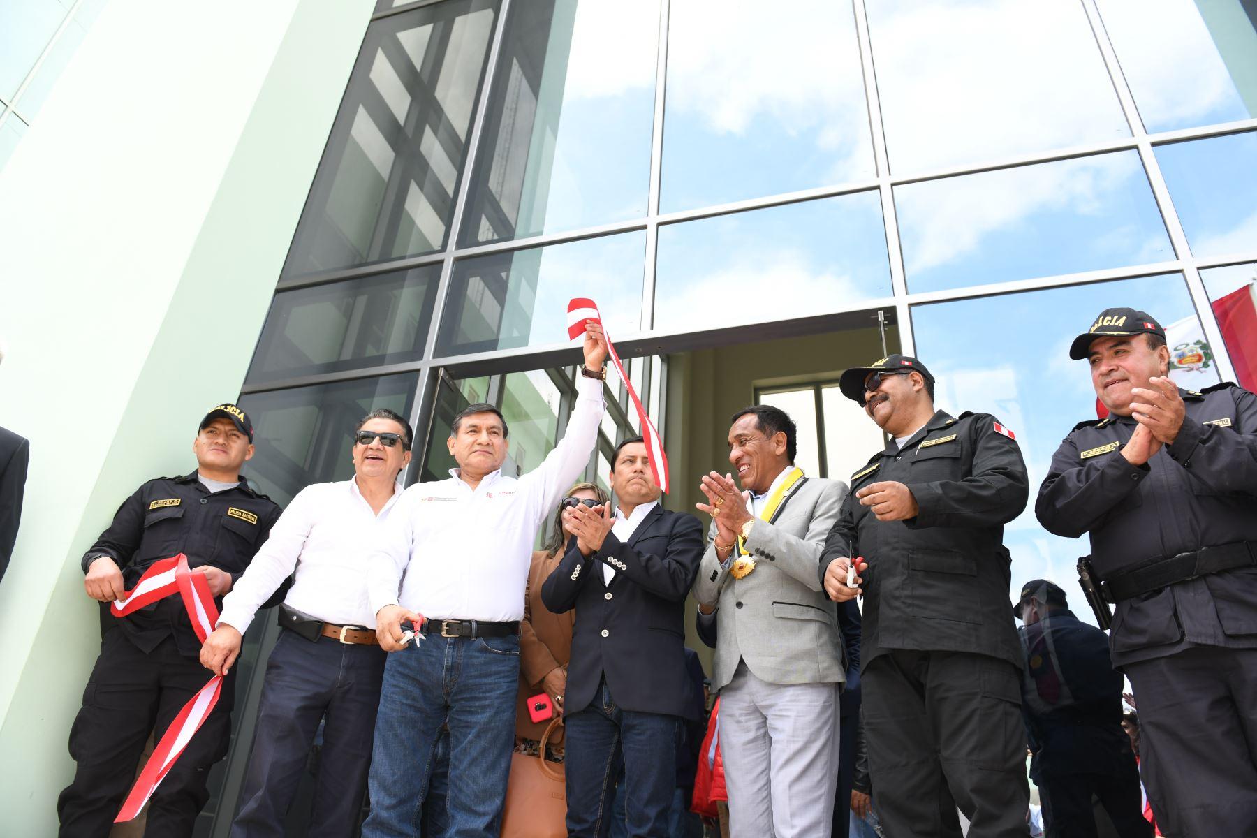 Ministro del interior Carlos Moran inauguró obras de mejoramiento de los servicios policiales de la División de Orden Público y Seguridad en Paiján, en la provincia liberteña de Ascope. Foto: ANDINA/MININTER