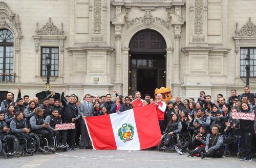 Presidente Vizcarra entregó Bandera a deportistas que participarán en Parapanamericanos