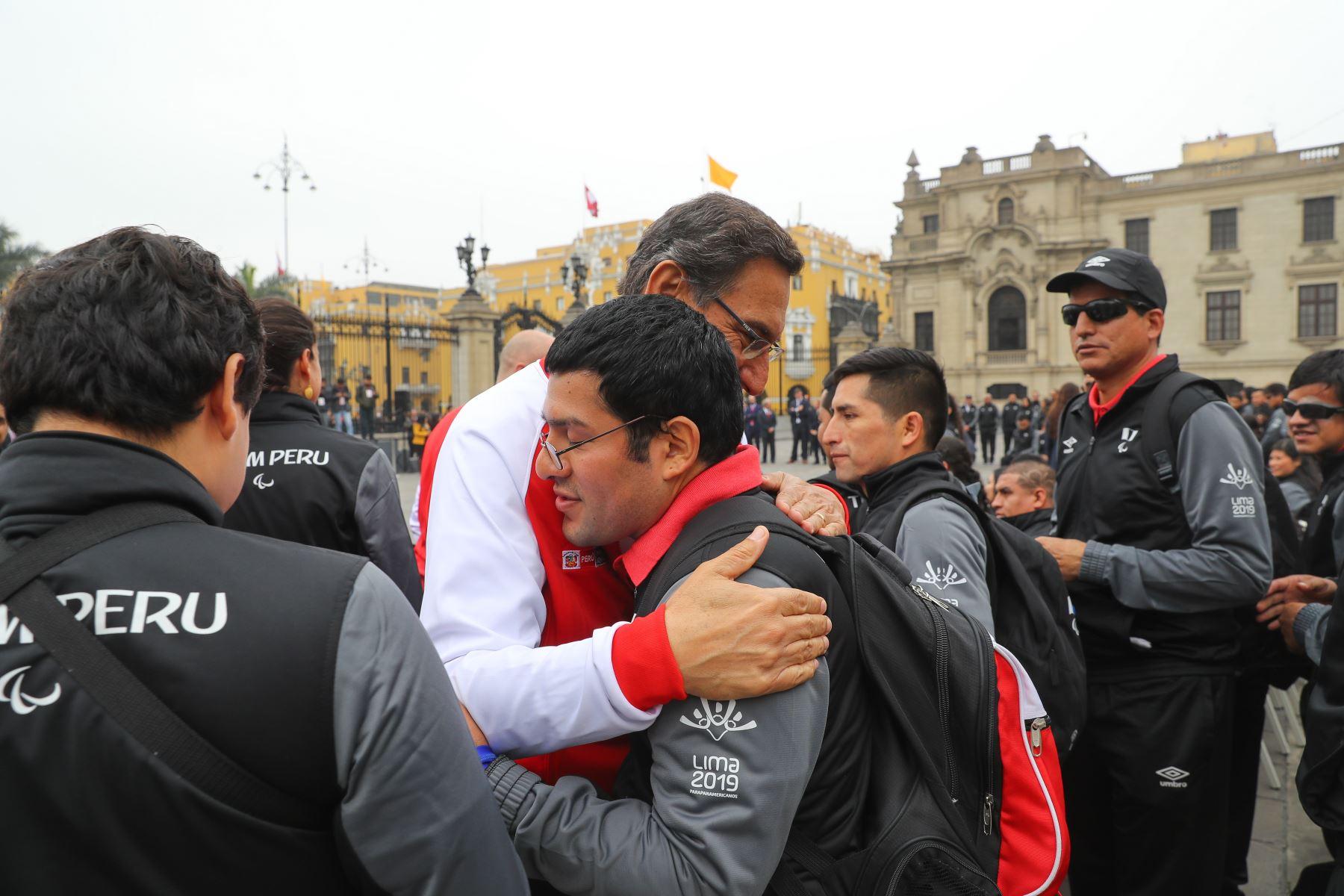Presidente Martin Vizcarra entrego la bandera a los paradeportistas peruanos de los juegos Parapanamericanos Lima 2019. Foto.ANDINA/Prensa Presidencia