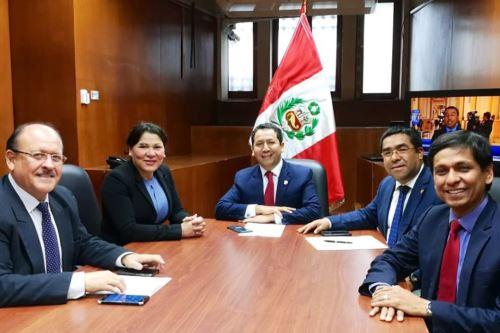 Bancada Peruanos por el Kambio.