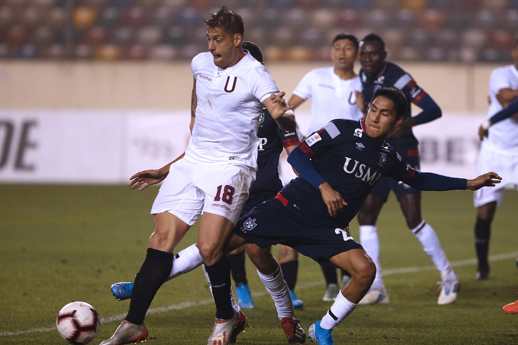 Germán Denis de Universitario vs. San Martín, empatan 0-0 en el estadio Monumental de Ate.Foto:ANDINA/ Vidal Tarqui