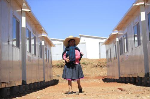 Jefe del Gabinete y ministro de Vivienda entregaron 140 viviendas de emergencia a damnificados en Cajamarca