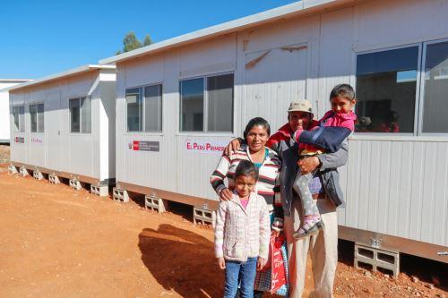 Familias damnificadas de los caseríos cajamarquinos de Higosbamba, Hichabamba, Huayllabamba y Churucana, recibieron viviendas temporales que brindan confort térmico.