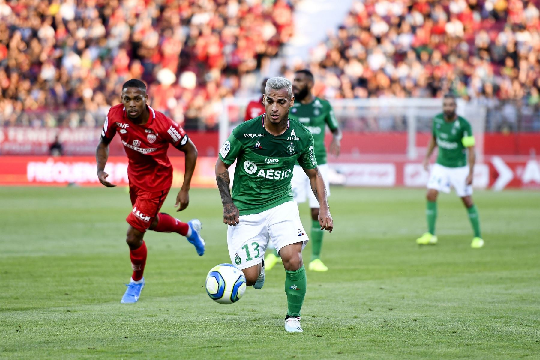 Peruvian player Miguel Trauco defends AS Saint-Étienne. Photo: Twitter/Ligue 1 Español