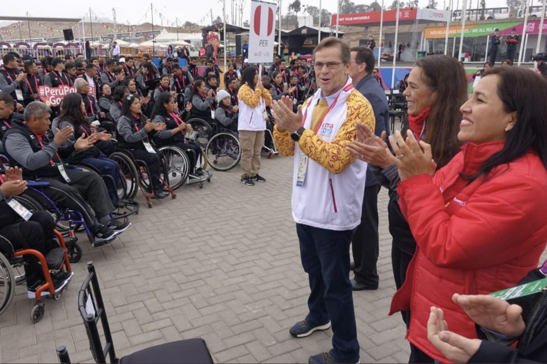 La ministra de Educación, Flor Pablo Medina y  el presidente del Comité Organizador de Lima 2019, Carlos Neuhaus dan la bienvenida a la  delegación de deportistas que participarán en los Juegos Parapanamericanos Lima 2019. Foto: MINEDU