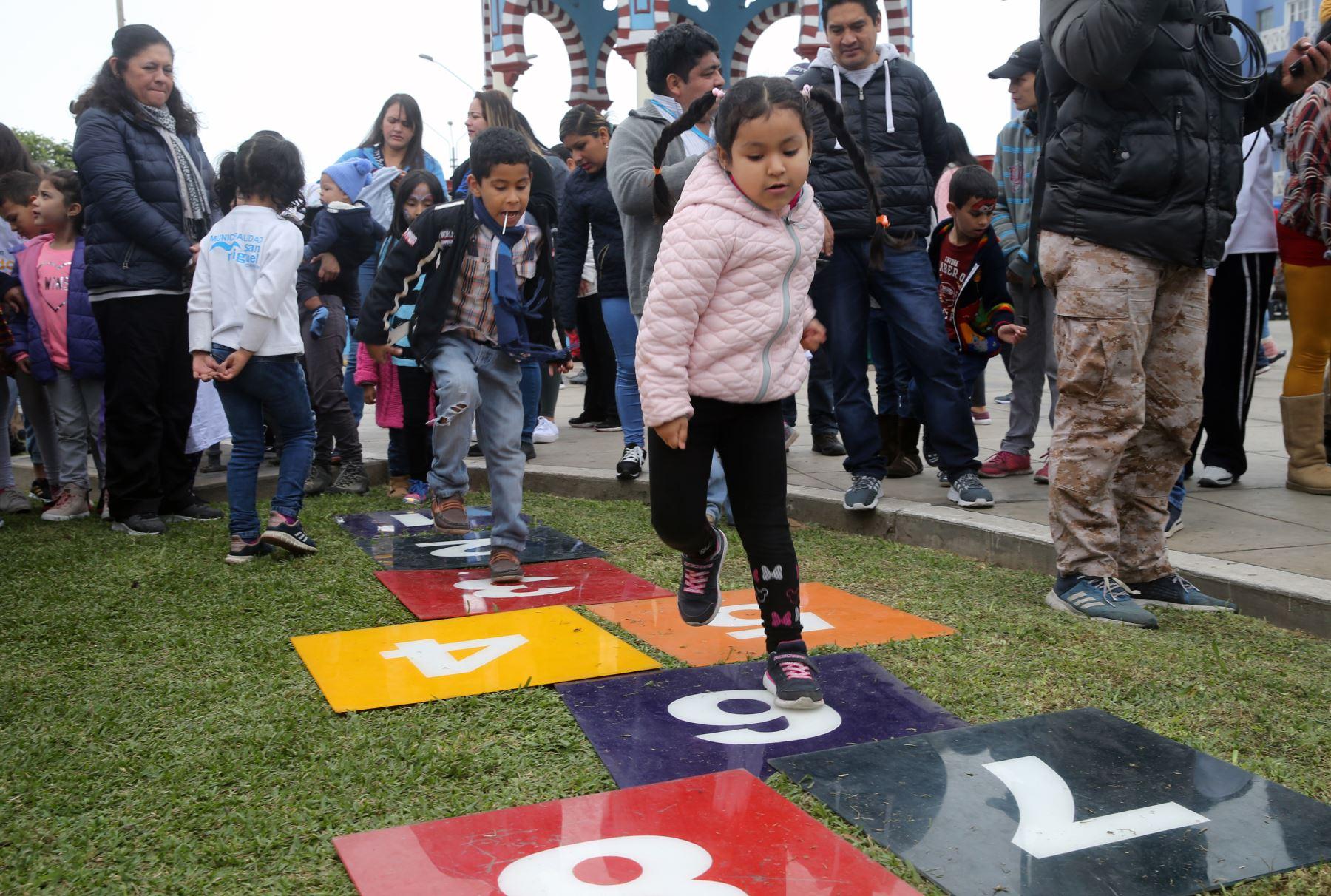 La viceministra de la Mujer Cecilia Aldaba  en la ceremonia  Ponte en Modo Niñez  en San Miguel Foto: ANDINA/Norman Córdova