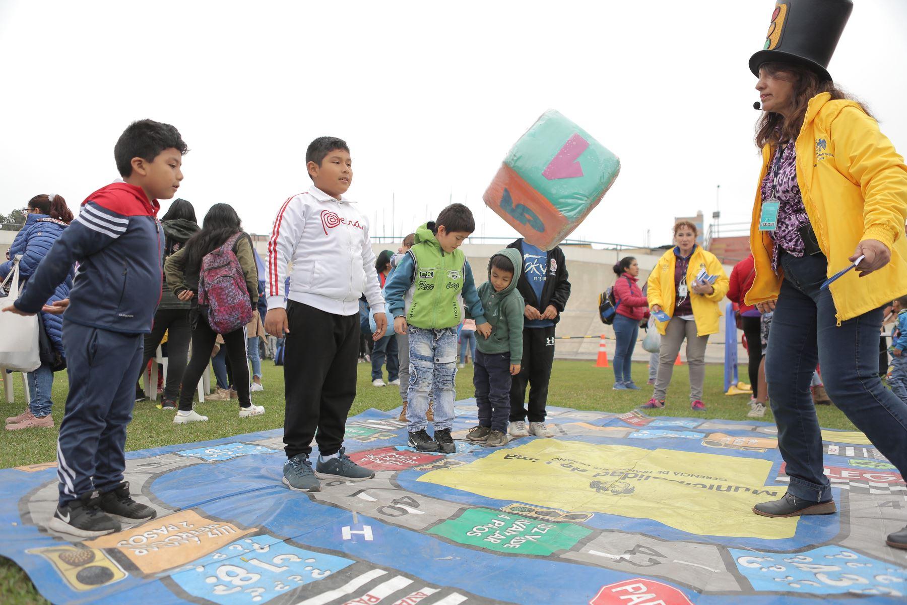 Cientos de peruanos celebran el Día del Niño. Foto: ANDINA/David Huamaní