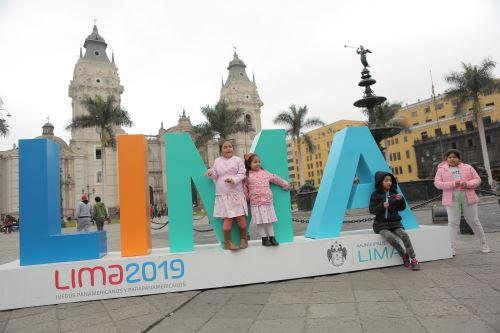 Familias limeñas celebran el Día del Niño