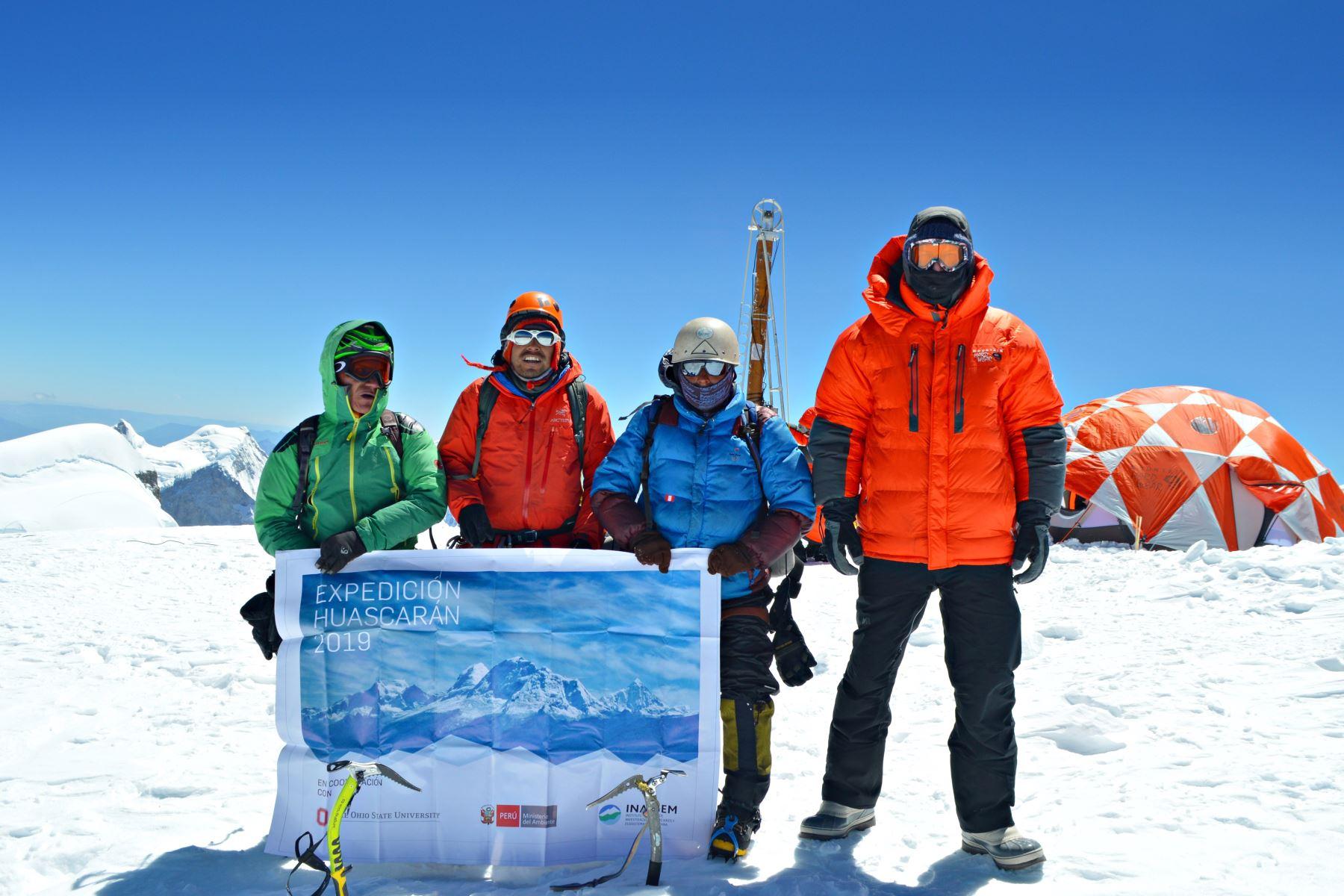 La expedición científica Huascarán 2019, integrada por peruanos y extranjeros, culminó sus labores en el nevado Huascarán, región Áncash. Foto: ANDINA/Difusión
