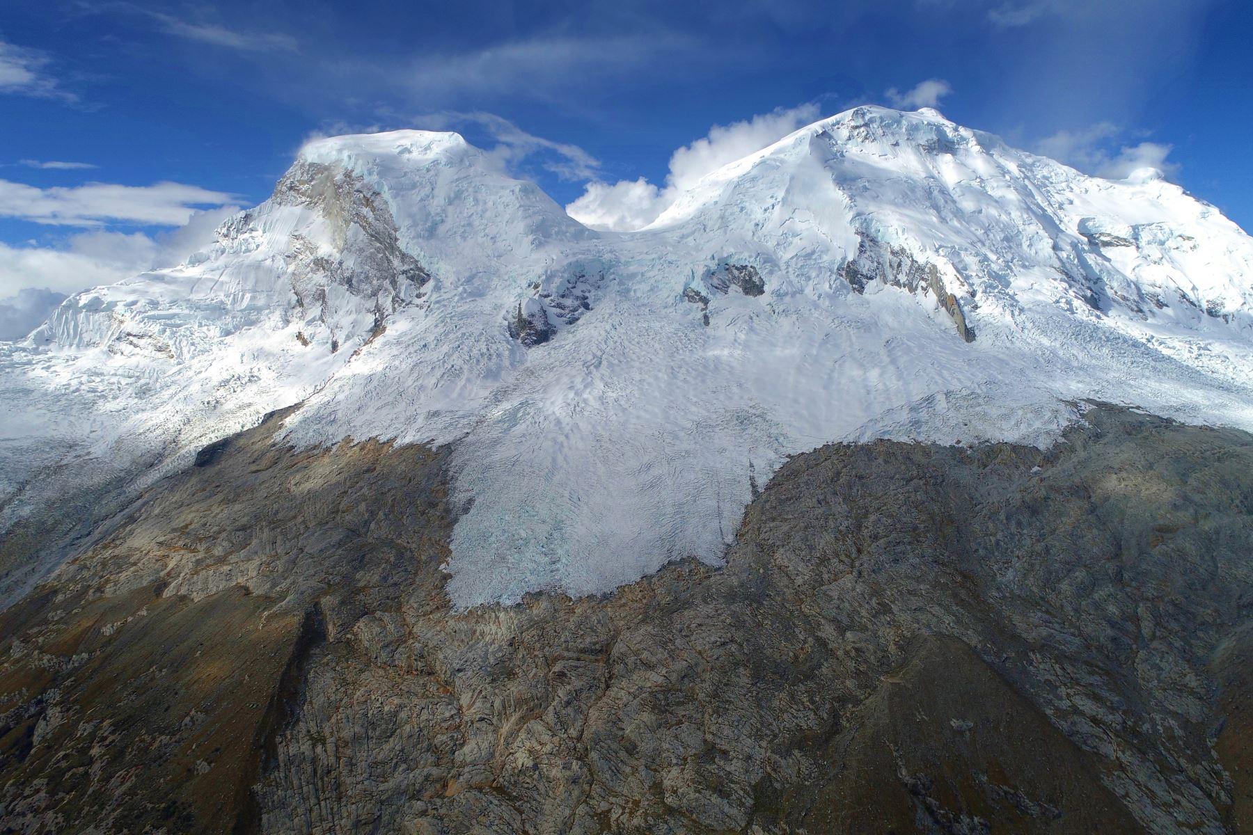 El progresivo deshielo de los glaciares es una muestra de cómo se manifiesta el cambio climático en el Perú, uno de los países más vulnerables a este fenómeno provocado por la acción humana. Foto: ANDINA/difusión.