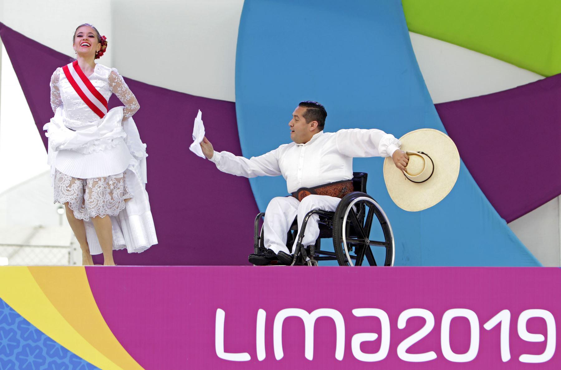 La ministra de Educación, Flor Pablo Medina y  el presidente del Comité Organizador de Lima 2019, Carlos Neuhaus dan la bienvenida a la  delegación de deportistas que participarán en los Juegos Parapanamericanos Lima 2019. Foto: ANDINA/Lima 2019