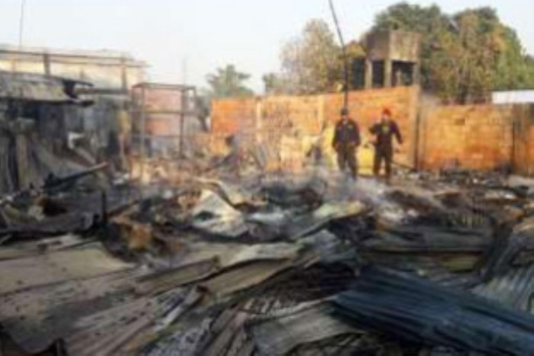 Efectivos de la Compañía de Bomberos de Pucallpa Nº 46 extinguieron el incendio reistrado en el distrito Callería, región Ucayali.