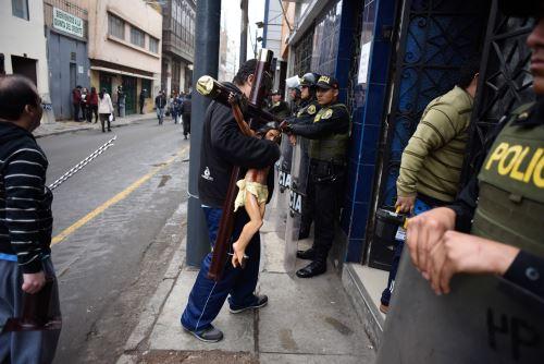 Retiran a ambulantes informales de Mesa Redonda