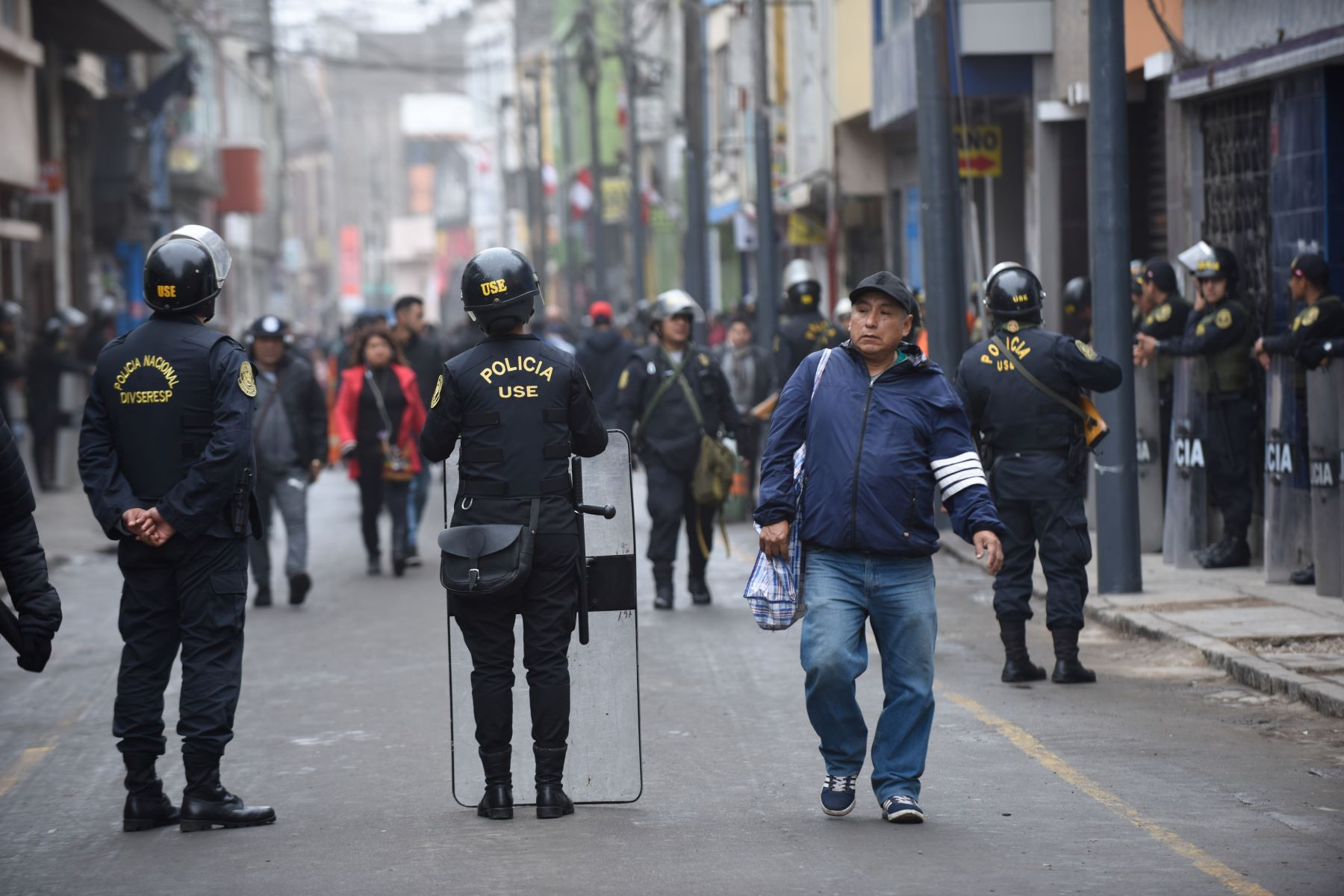 Retiran a ambulantes informales de Mesa Redonda. Foto: ANDINA/César Fajardo
