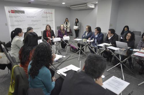 Midis comparte experiencia en políticas sociales con autoridades de Ecuador