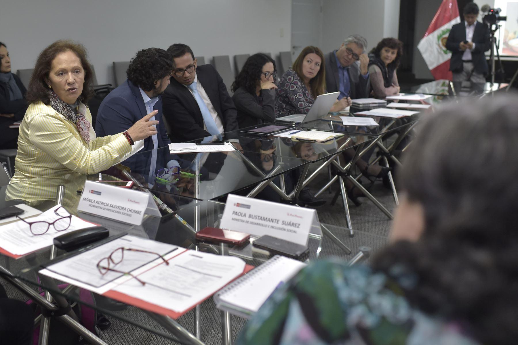 Funcionarios de MIDIS comparten la experiencia en políticas sociales con autoridades del Ecuador que ha permitido reducir de manera importante los indices de desnutrición crónica infantil. Foto: ANDINA/ José Sotomayor