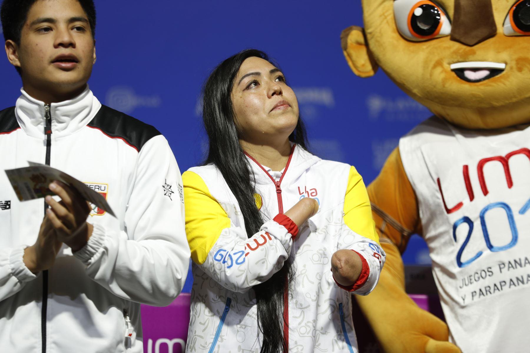 Dunia Felices embajadora medallista de para natación con lágrimas de emoción participa en la presentación de la ruta de la Antorcha Parapanamericana. Foto: ANDINA/Josue Ramos