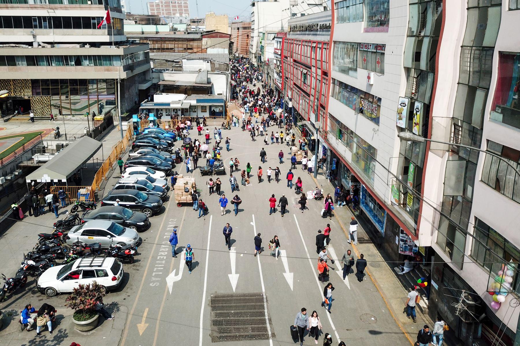 Municipalidad de Lima realizó operativo para recuperar espacios públicos en Mesa Redonda.Foto: ANDINA/José Sotomayor