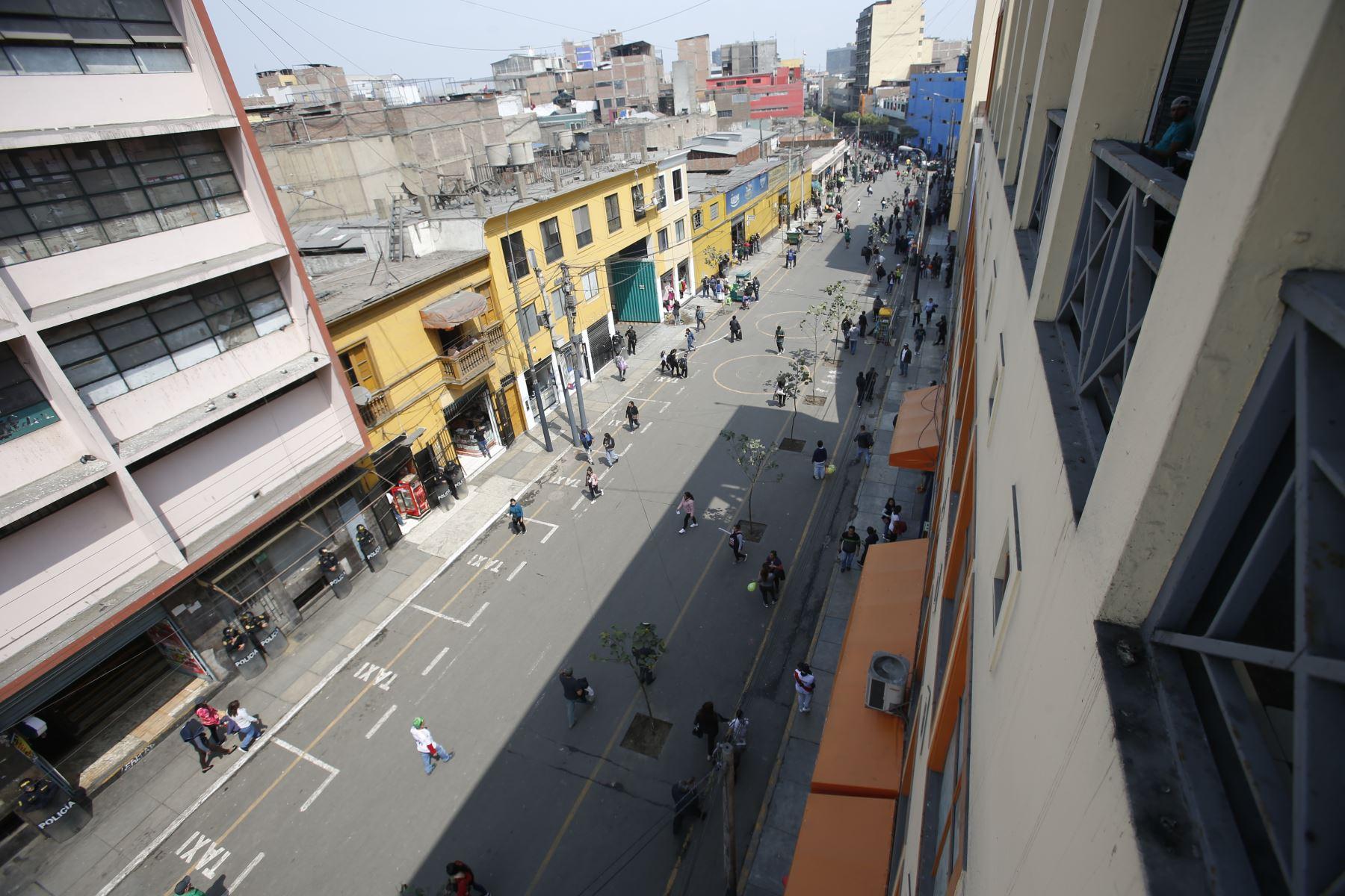Municipalidad de Lima retiró a ambulantes informales de Mesa Redonda. Desalojo se efectuó entre jirones Ayacucho y Puno, en Centro de Lima. Foto: ANDINA/Renato Pajuelo