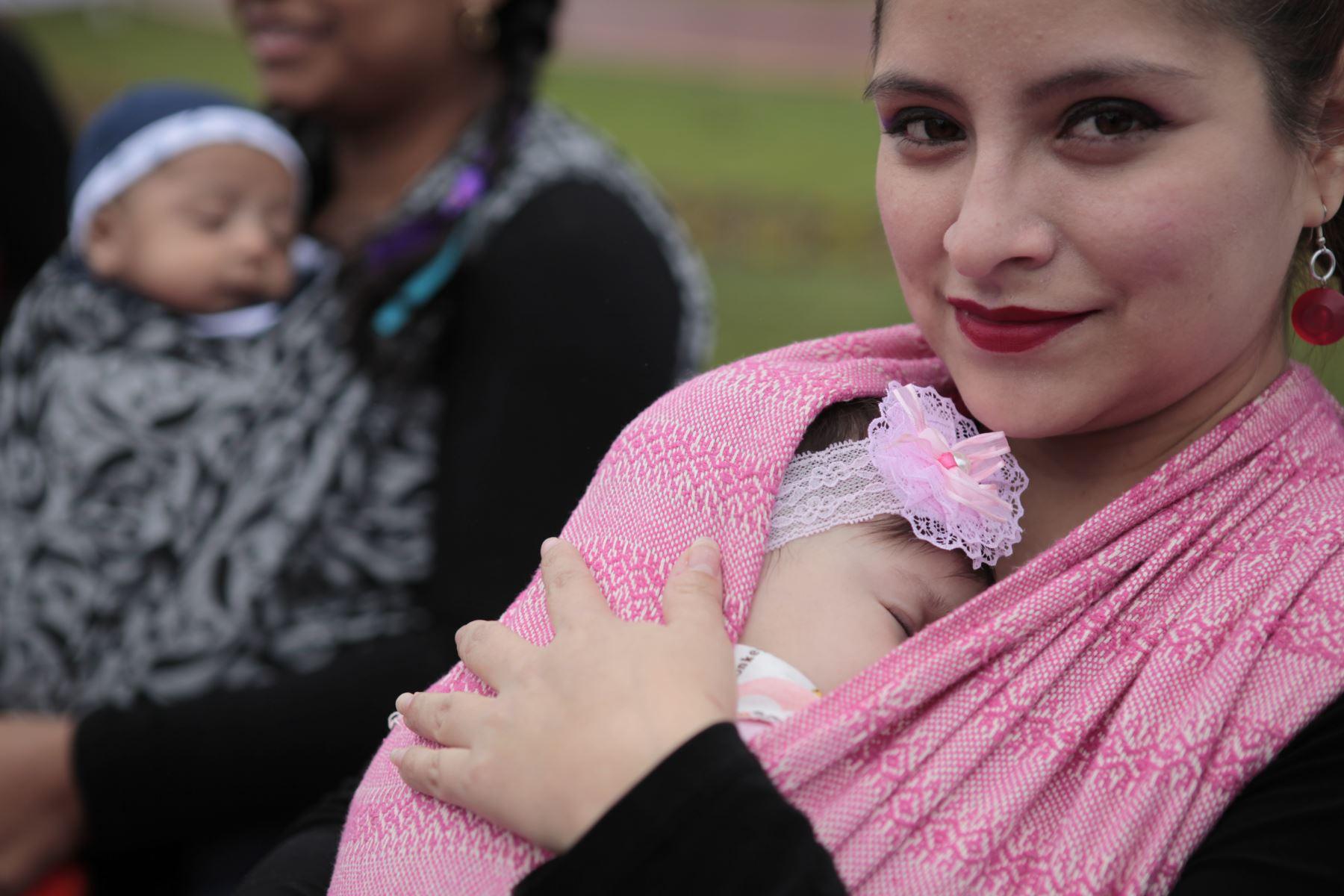 Feria de cuidados preventivos, en el marco de la Semana de la Lactancia Materna en el parque Tupac Amaru del distrito de Magdalena del Mar. Foto: ANDINA/Miguel Mejía Castro