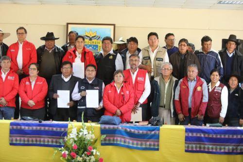 Titulares del Ambiente, Vivienda, Agricultura y Salud firman acta con autoridades de Candarave