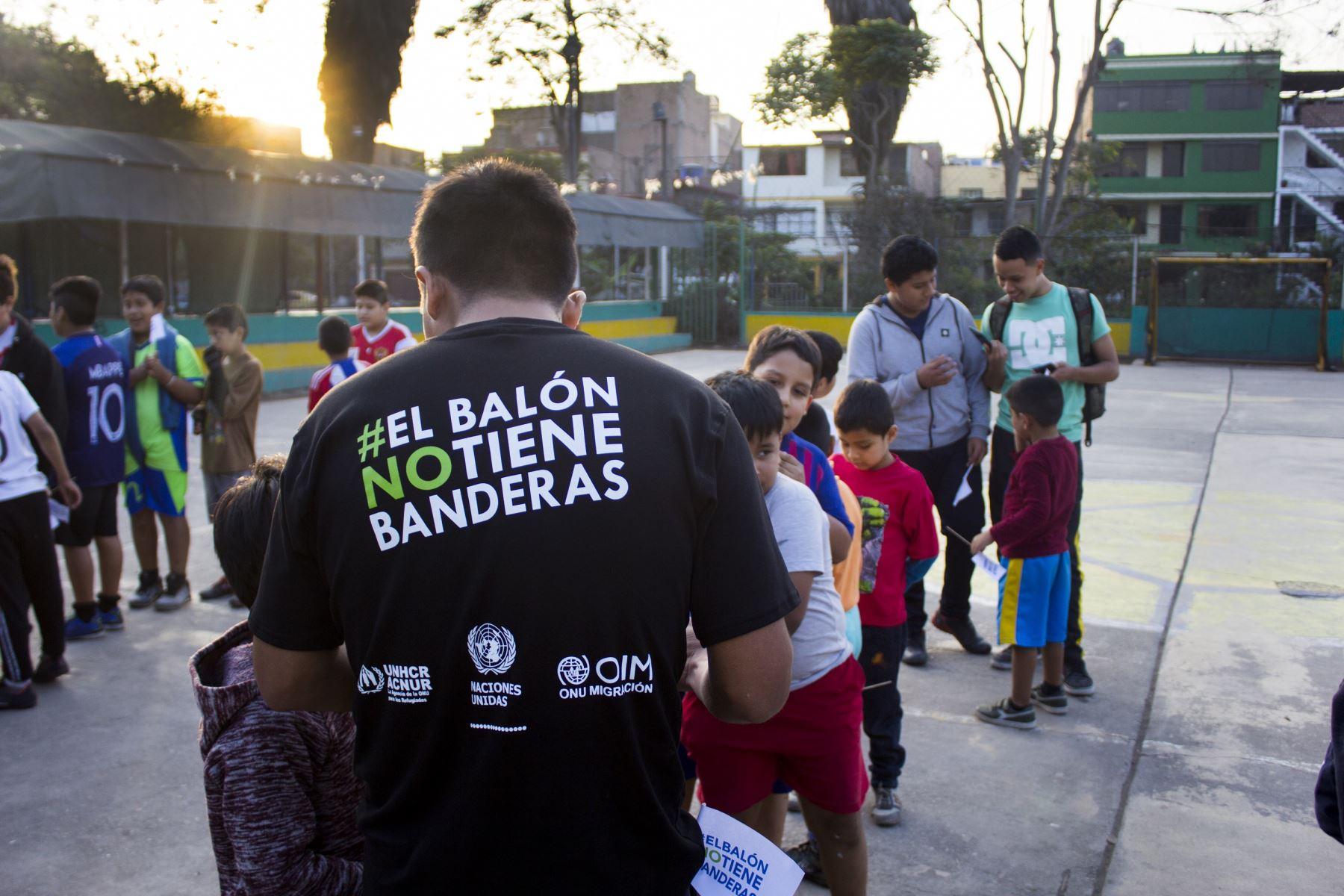 """Foto: ANDINA/""""El balón no tiene banderas"""""""