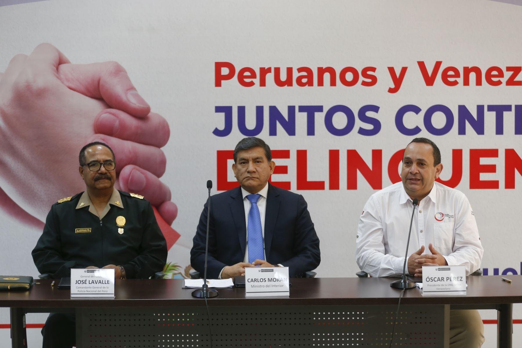 Mininter y Unión Venezolana acuerdan combatir la delincuencia en el Perú. Participaron Ministro Carlos Moran, el general de la Policia, José Lavalle y Oscar Perez, presidente de la ONG Unión Venezolana en Perú. Foto: ANDINA/Renato Pajuelo