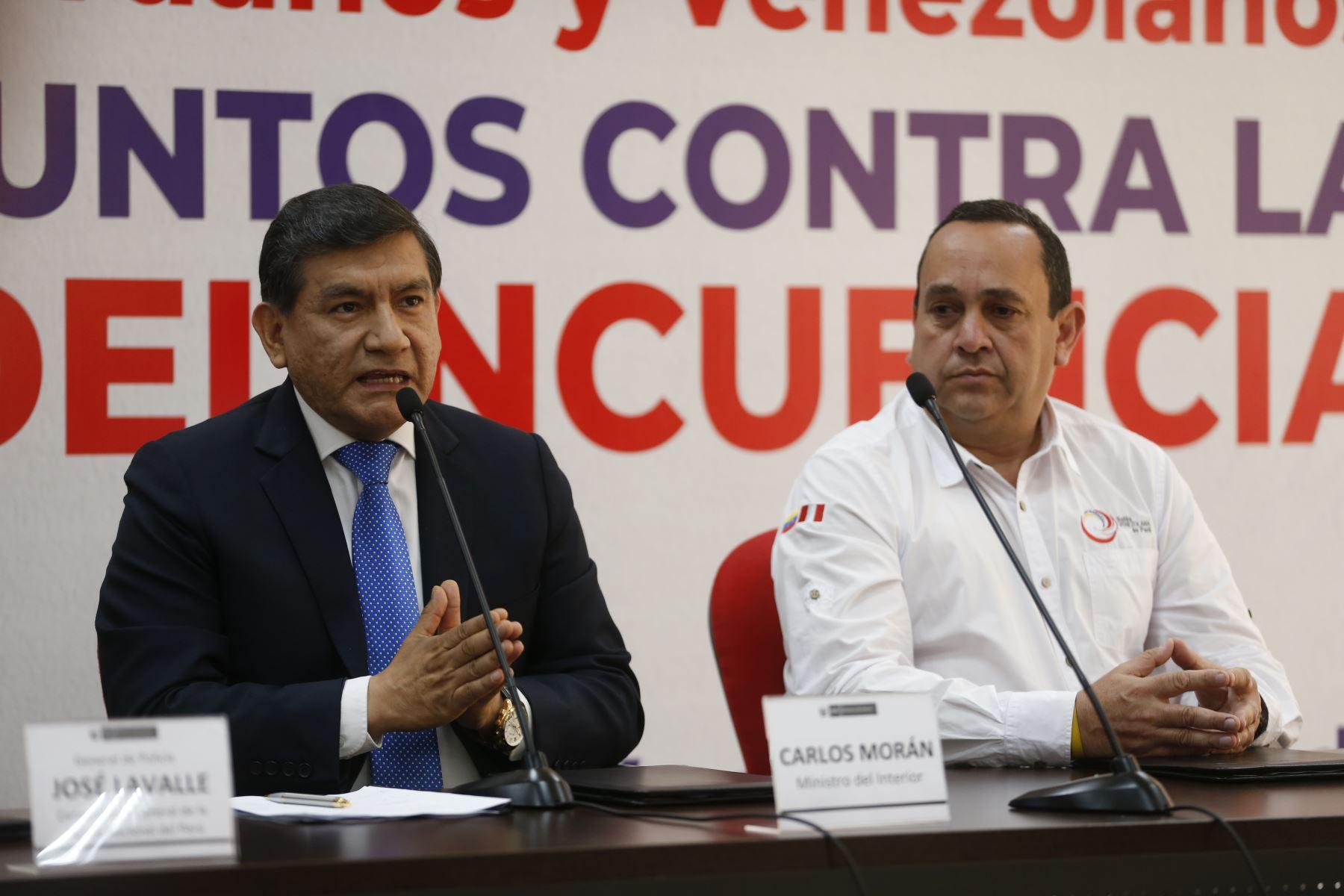 Mininter y Unión Venezolana acuerdan combatir la delincuencia en el Perú. Participaron Ministro del Interior, Carlos Moran y Oscar Perez, presidente de la ONG Unión Venezolana en Perú. Foto: ANDINA/Renato Pajuelo