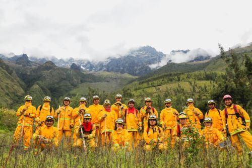 Más de 200 guardaparques bomberos monitorean áreas protegidas y zonas de amortiguamiento en departamentos fronterizos con Bolivia y Brasil.