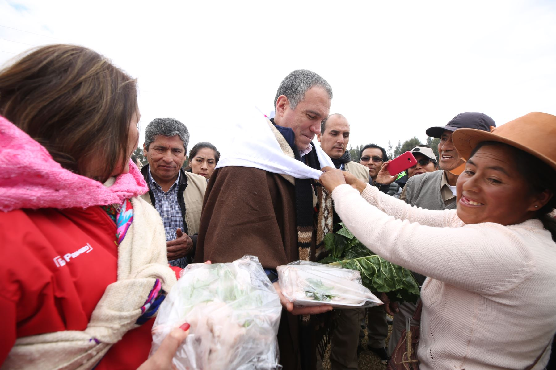 Presidente del Consejo de Ministros, Salvador del Solar y la titular del MIDIS Paola Bustamante, se encuentran en Huancavelica para ver el proceso de producción de papas nativas. Foto: ANDINA/PCM