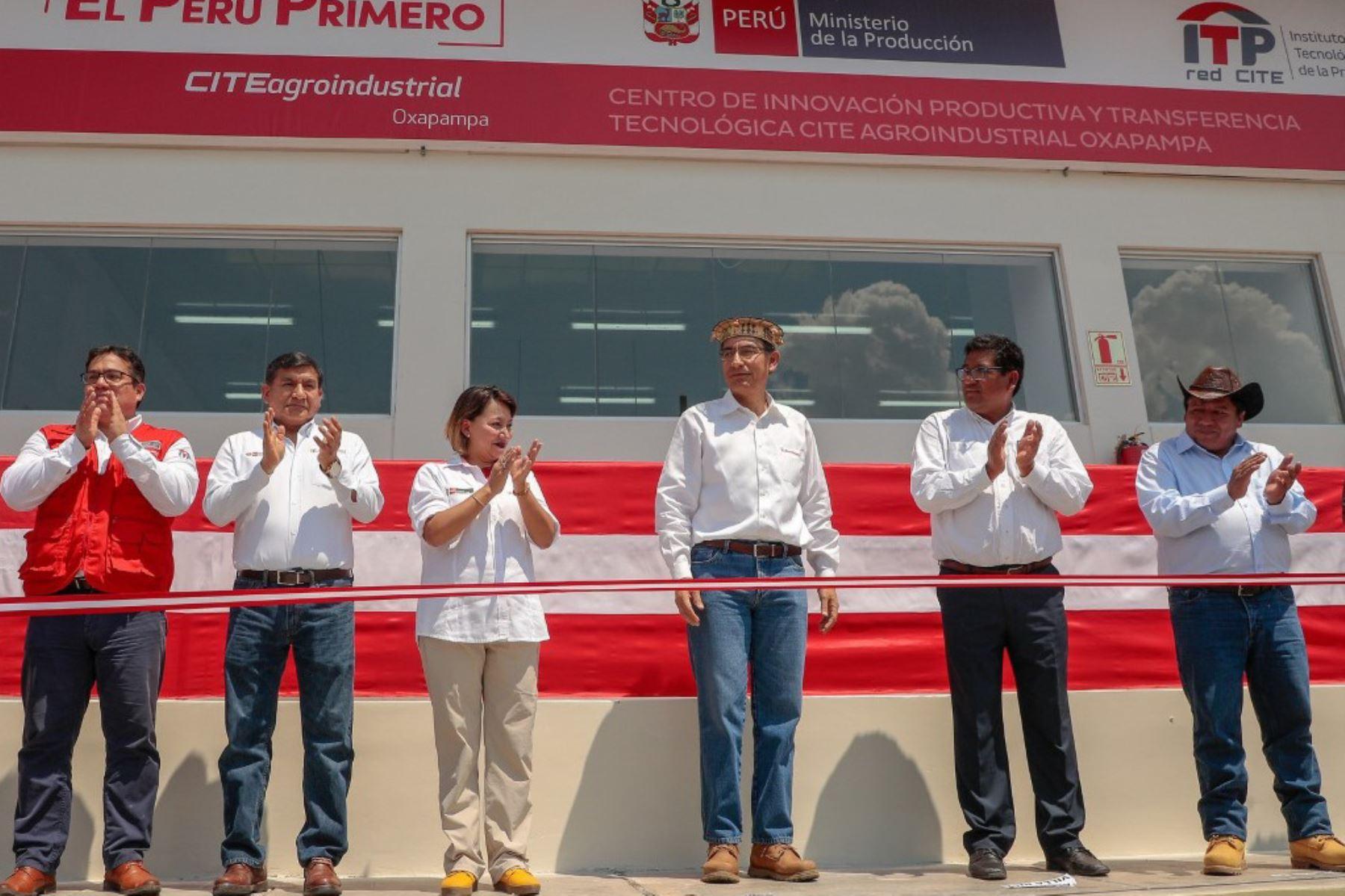 El presidente de la República, Martín Vizcarra; y la ministra de la Producción, Rocío Barrios, inauguran el Centro de Innovación Productiva y Transferencia Tecnológica Agroindustrial (CITE) Oxapampa, en la región Pasco.