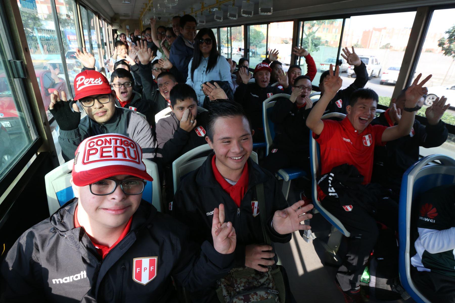 Gracias a las entradas solidarias que otorga Lima 2019, niños y adolescentes de la ONG Colectivo 21 asisten a la ceremonia de inauguración de los Juegos Parapanamericanos. Foto: ANDINA/Eddy Ramos